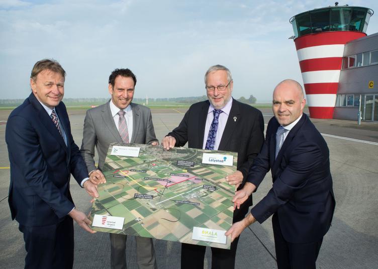 Ondertekening-bestuursovereenkomst-Lelystad-Airport