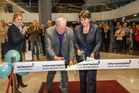 16-314 Foto 2 - Lelystad viert eerste editie 'Avond van de Ondernemer' met opening Infoplein -Fotostudio Wierd