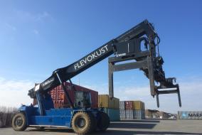Eerste containers verladen via Flevokust Haven