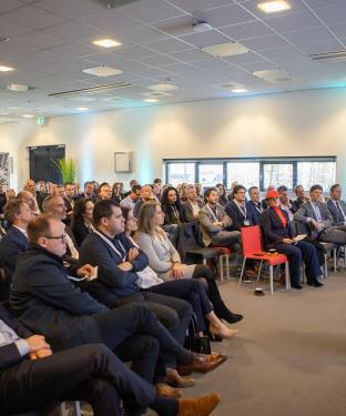 Helga van Leur als dagvoorzitter bij het Flevoland Groeit! event