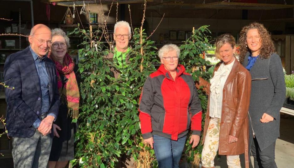FOTO Bedrijfskring Lelystad schenkt wensbomen aan Coloriet Triade-Vitree en Woonzorg Flevoland